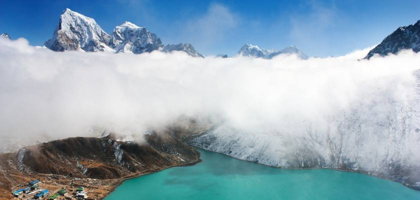 Everest Gokyo valley and Renjo pass